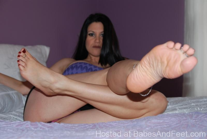brunetteperfectsolesandtoes