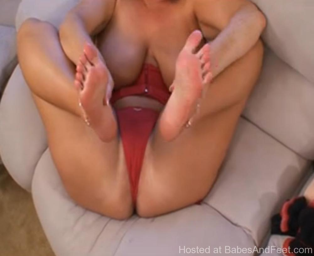 bustyblondefeetsquirt