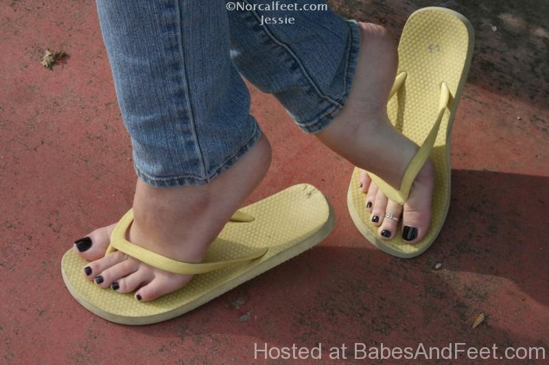 gorgeoustoesarches-flipflops