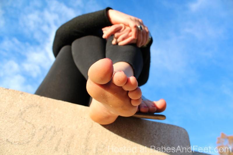 sweatyfeetinsandalsandleggings (2)