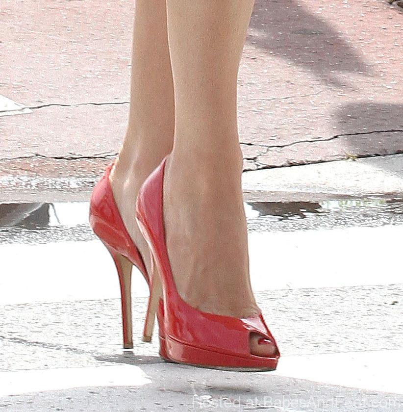Fill kelly brook toes share your