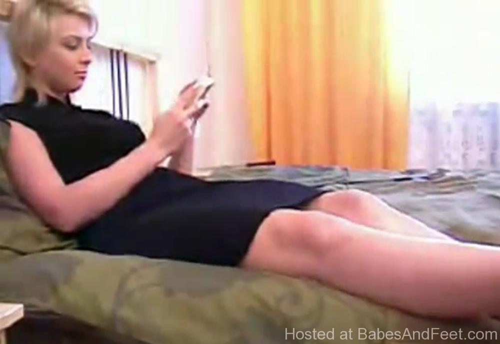 blondefeetlickedtoesuck